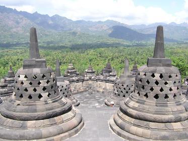 Chaque Stupa contien un Bouddha en méditation