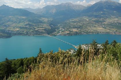 Vue sur le Lac et le pont de Savines