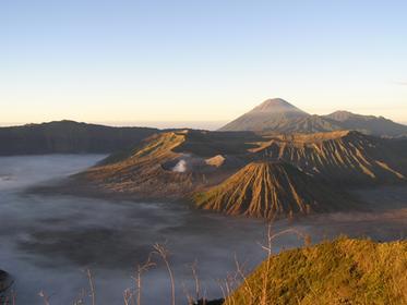 Lever de soleil sur le volcan, magique