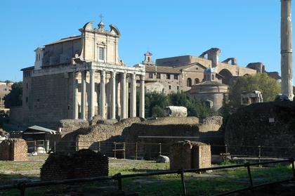 Rome : la Basilique de Maxence au fond