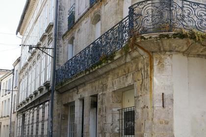 Rue du Minage vieux balcons