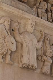 Sculptures à l'entrée de la Cathédrale