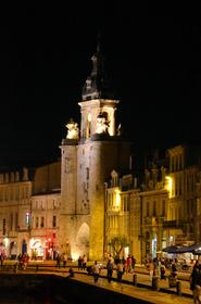 Porte de la Grosse-Horloge vue depuis le Quai du Carénage