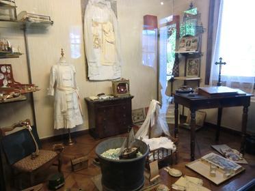 Jouets, objets et robes ayant appartenu à Ste Thérèse