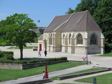 Église St-Georges dans l'enceinte