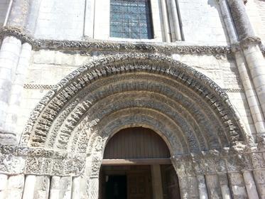 Abbaye aux Dames, portail
