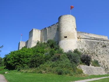 Tours et remparts ouest du château