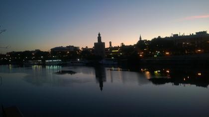 Torre del oro al amanecer
