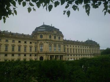 Blick auf die Residenz aus dem Hofgarten