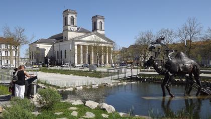 Le Dromadaire et l'église Saint Louis
