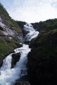 Arrêt du Flamsbana près d'une cascade