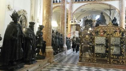 statues de bronze+tombeau