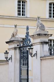 Hôtel des Loups : portail d'entrée