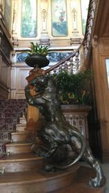 Escalier de la Villa Lumière depuis l'entrée