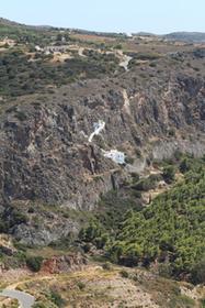 Le monastère Agios Ioanis, vu de la citadelle de Kithira