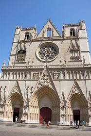 cathedrale Saint Jean et sa façade gothique flamboyant
