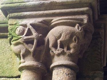 Claustro de San Francisco, ourense, capitel, centauro cazando lobos
