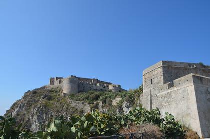 Vue sur les remparts aragonais et espagnols