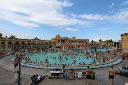 Les bassins exterieurs, un jour d'été