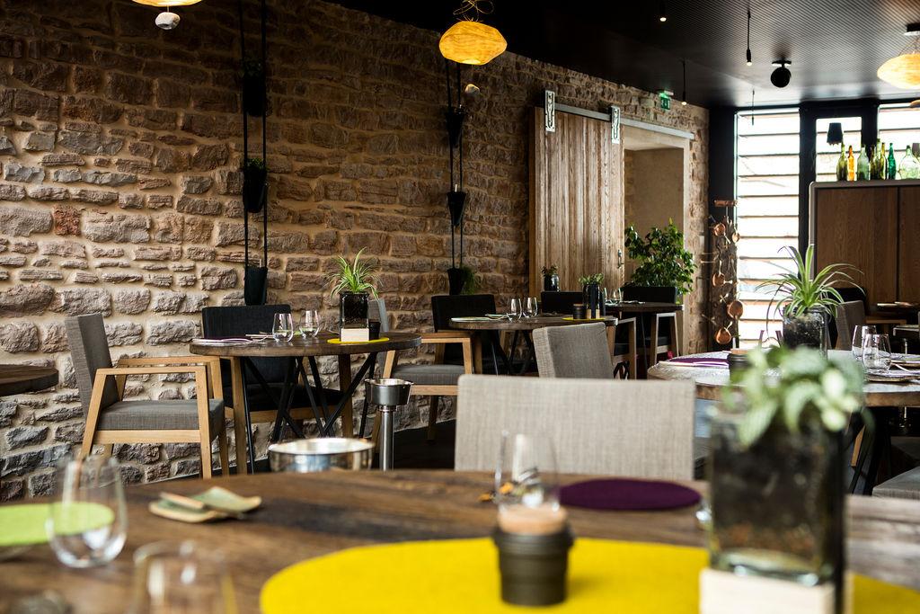aux terrasses tournus un restaurant du guide michelin. Black Bedroom Furniture Sets. Home Design Ideas