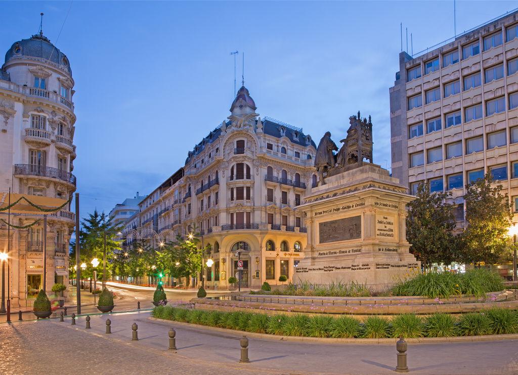 Plaza de isabel la cat lica turismo granada viamichelin for Calle jardin de la reina granada