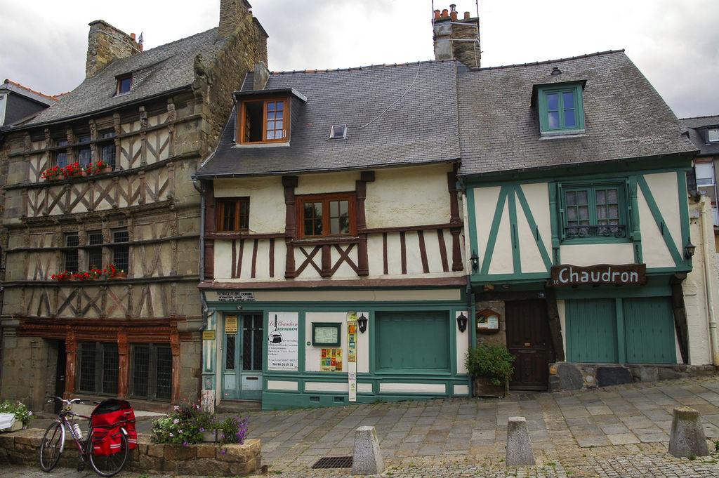 Maisons anciennes de saint brieuc tourisme saint brieuc viamichelin - Office tourisme st brieuc ...