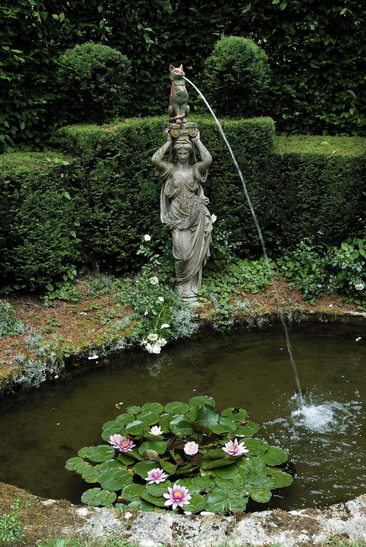 Giardino con giochi d 39 acqua a sorpresa e giradino privato del castello di vendeuvre turismo - Giardino d acqua ...
