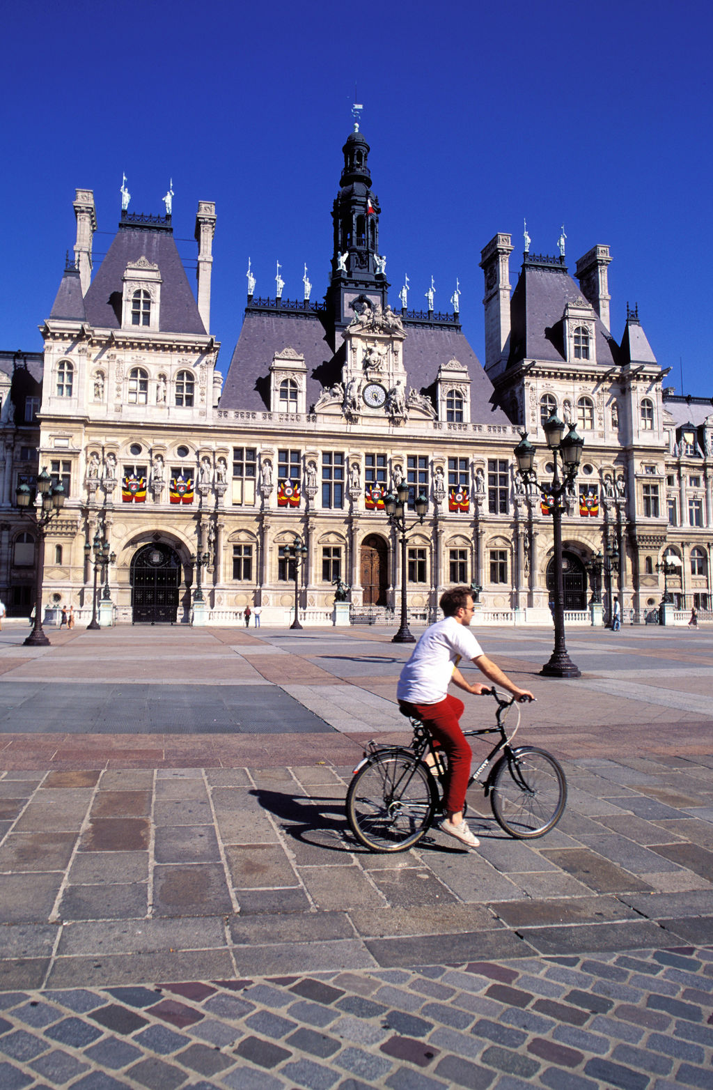 paris town hall paris tourism viamichelin. Black Bedroom Furniture Sets. Home Design Ideas