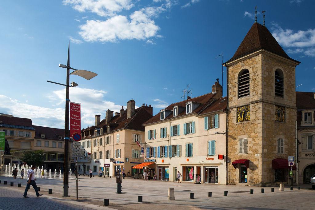 Place de l 39 h tel de ville lons le saunier toerisme lons - Piscine municipale lons le saunier ...