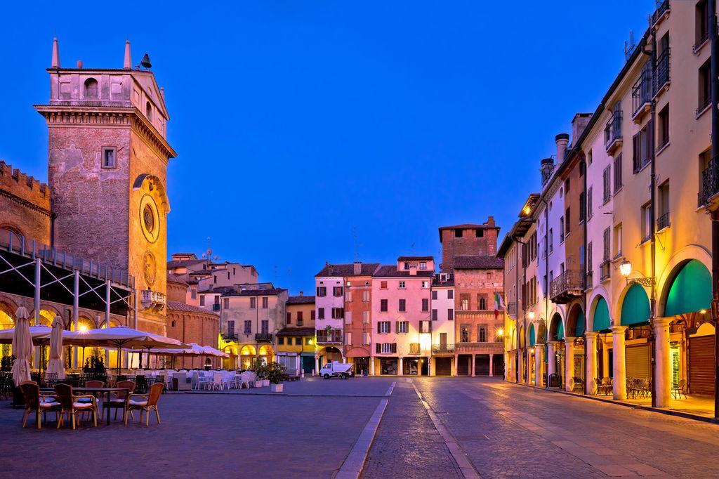 Piazza delle erbe tourismus mantua viamichelin for Ca delle erbe mantova