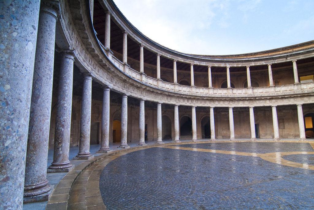 Palazzo di carlo v turismo granada viamichelin for Cortile circolare