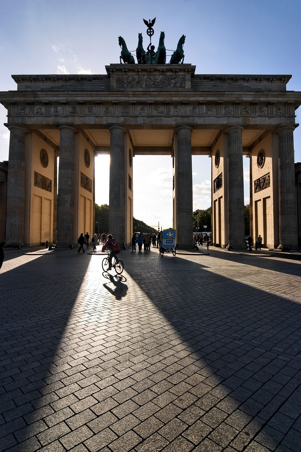 brandenburg gate berlin tourism viamichelin. Black Bedroom Furniture Sets. Home Design Ideas