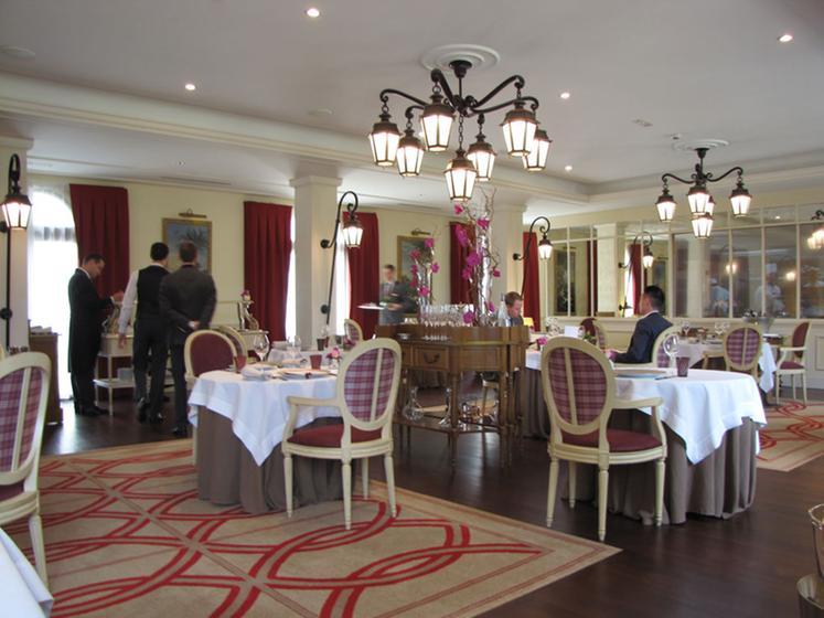 La table du conn table chantilly a michelin guide - La table du connetable chantilly ...
