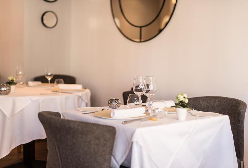 la table du 11 versailles a michelin guide restaurant. Black Bedroom Furniture Sets. Home Design Ideas