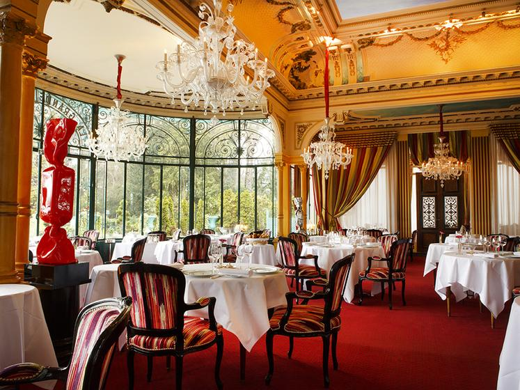 La grande cascade suresnes a michelin guide restaurant for Restaurant miroir paris 18