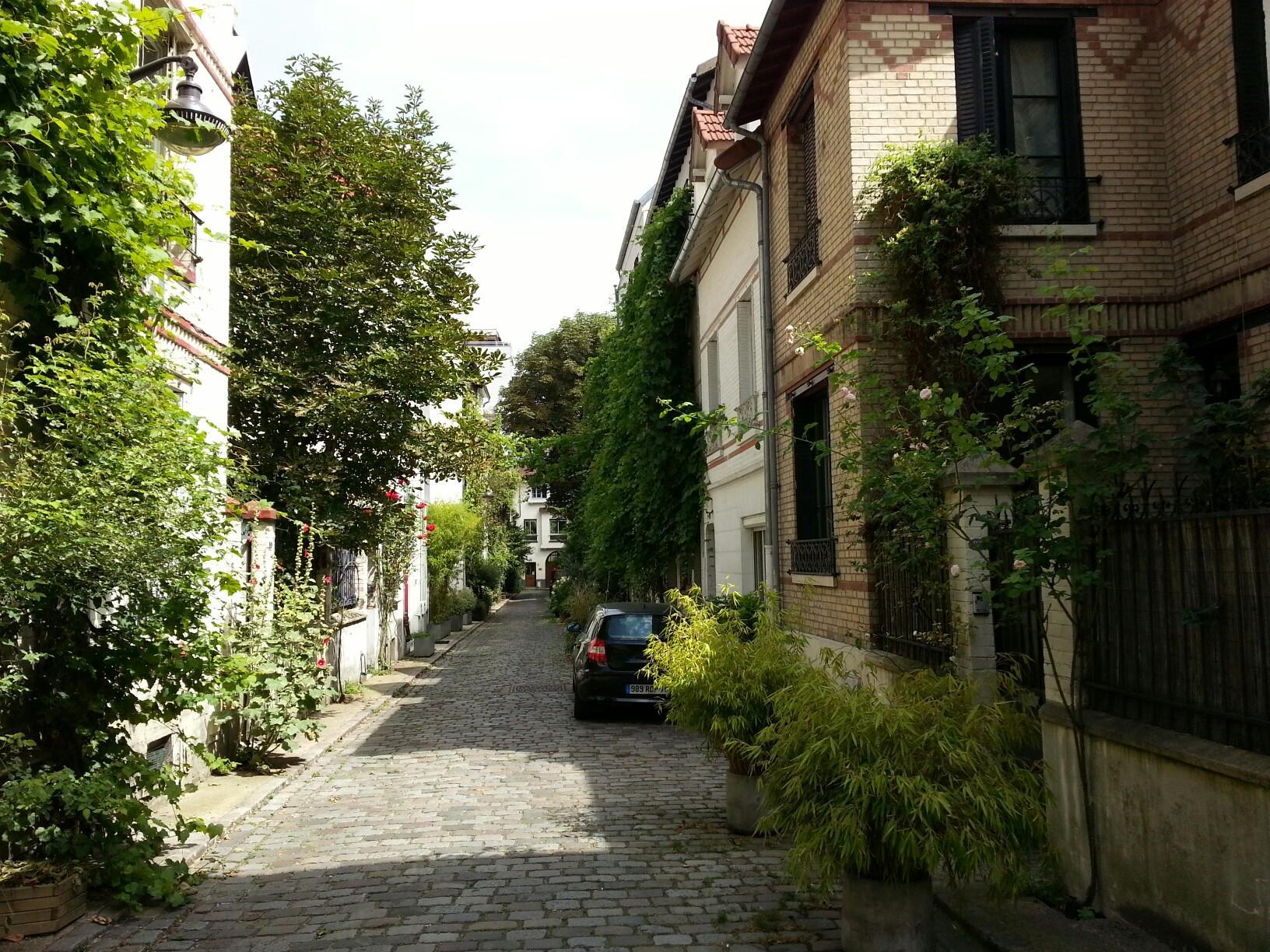 Rue Villa Santos Dumont